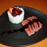 magret de canard aux fraises, vinaigre de framboises et vinaigre balsamique