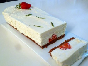 Gâteau chocolat blanc, fraise, romarin, speculoos